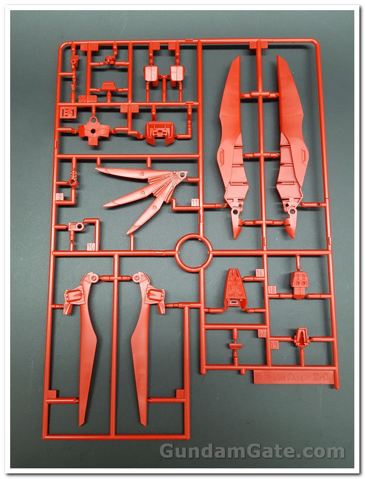 Mở hộp HGCE Destiny Gundam 4