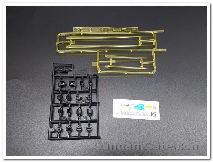 hiệu ứng kiếm lazer màu vàng, polycaps đen, và chỉ 1 đề can dán nhỏ HG Core Gundam
