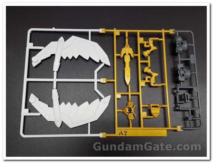 runer A2 của SD Gundam Valkylander có đôi cánh trắng