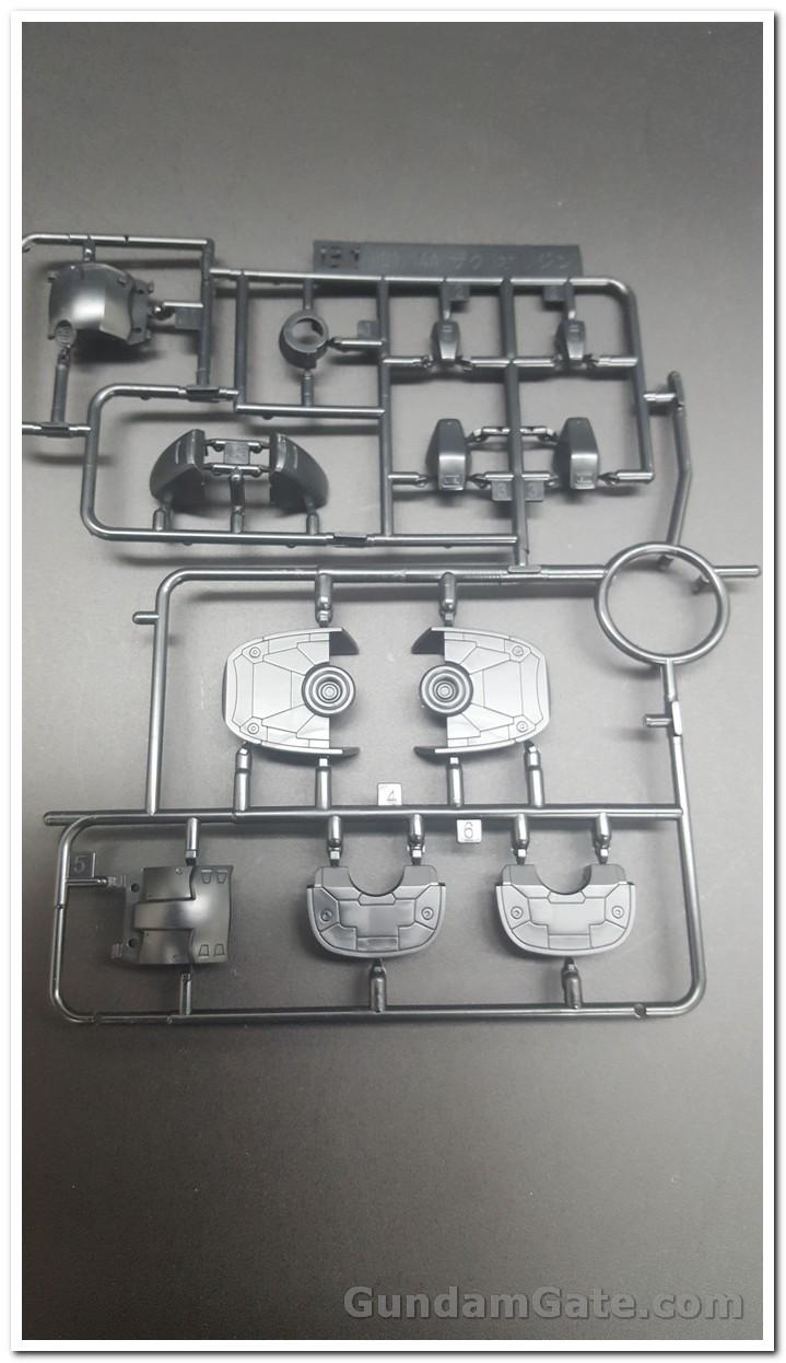 HG Zaku II Type C6-R6 có gì trong hộp ? 6