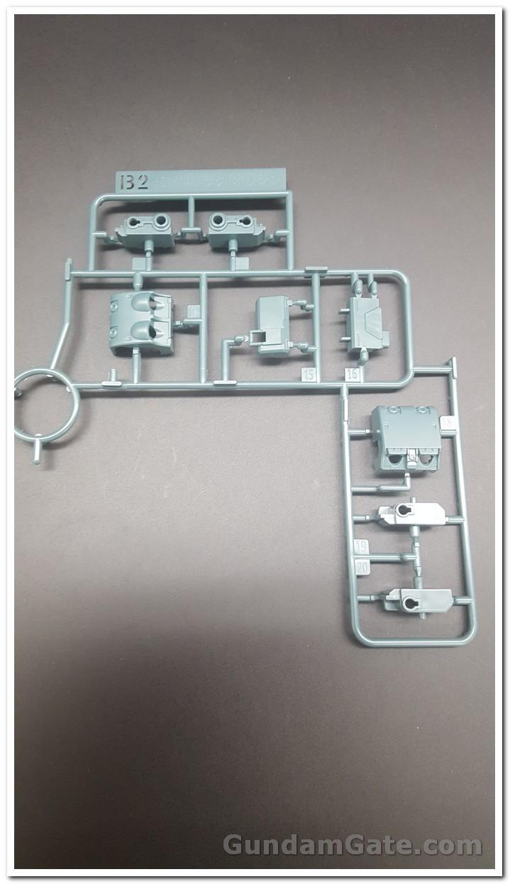 HG Zaku II Type C6-R6 có gì trong hộp ? 7