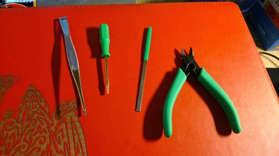 bộ Tools (Công cụ) để lắp ráp Gunpla - kìm, nhíp