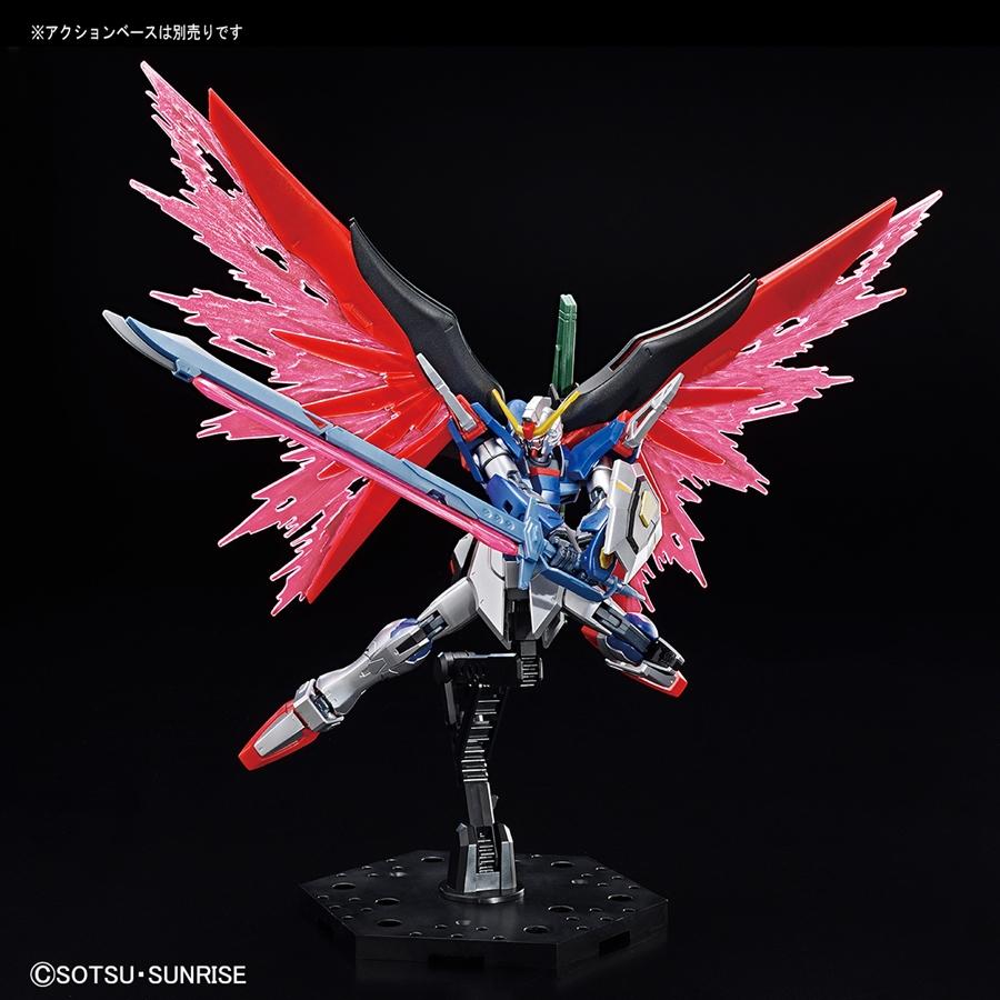 Tư thế chiến đấu điển hình của HG Destiny Gundam bản giới hạn
